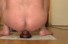 Homo is vergeten te poepen voor de anale masturbatie