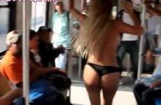 Tramreizigers worden getrakteerd op een striptease